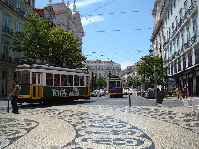 Monumento ao Calceteiro, calçada portuguesa